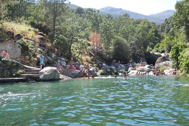 Al agua patos pequeplan for Piscinas naturales guisando